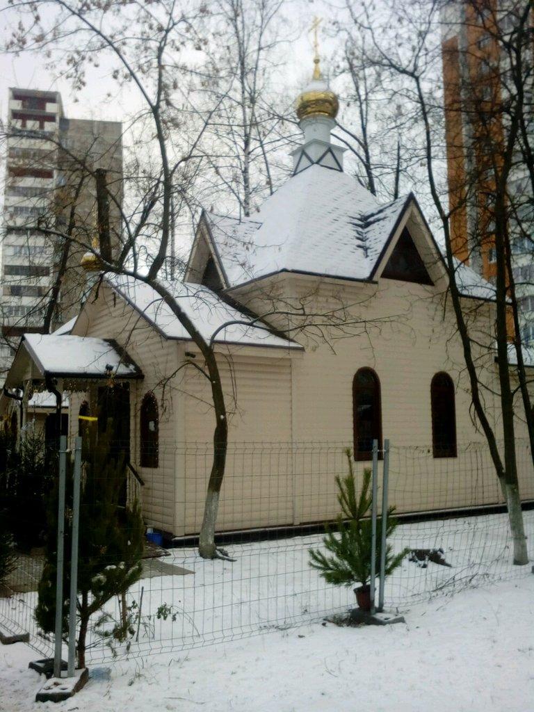 Храм Ксении Петербургской принимает вещи для бездомных